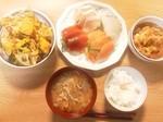 豚汁の献立 サラダのかぼちゃが苦い(>_<)