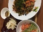 半端ものの野菜で焼きそばの休日ランチ